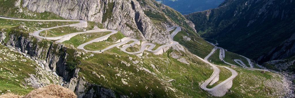 I tornanti della TREMOLA, la famosa strada vecchia fatta di sanpietrini.