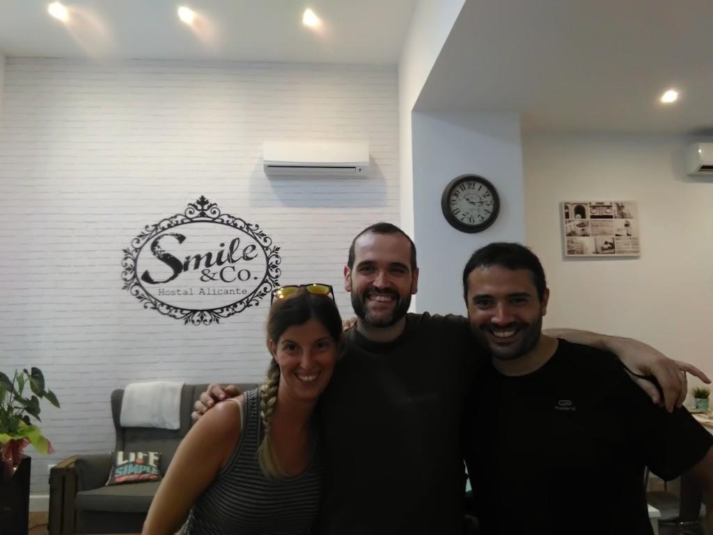 Cristian, il gestore dello Smile&Co. ci ha accolto e trattato con i guanti di velluto.