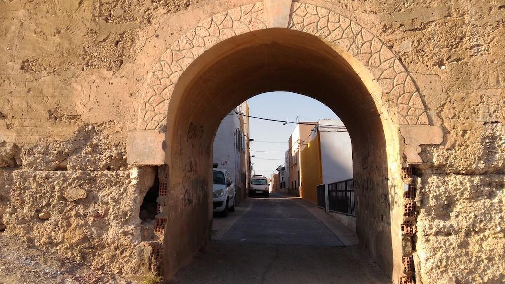 Lo stato degli archi nelle mura antiche lascia piuttosto a desiderare.