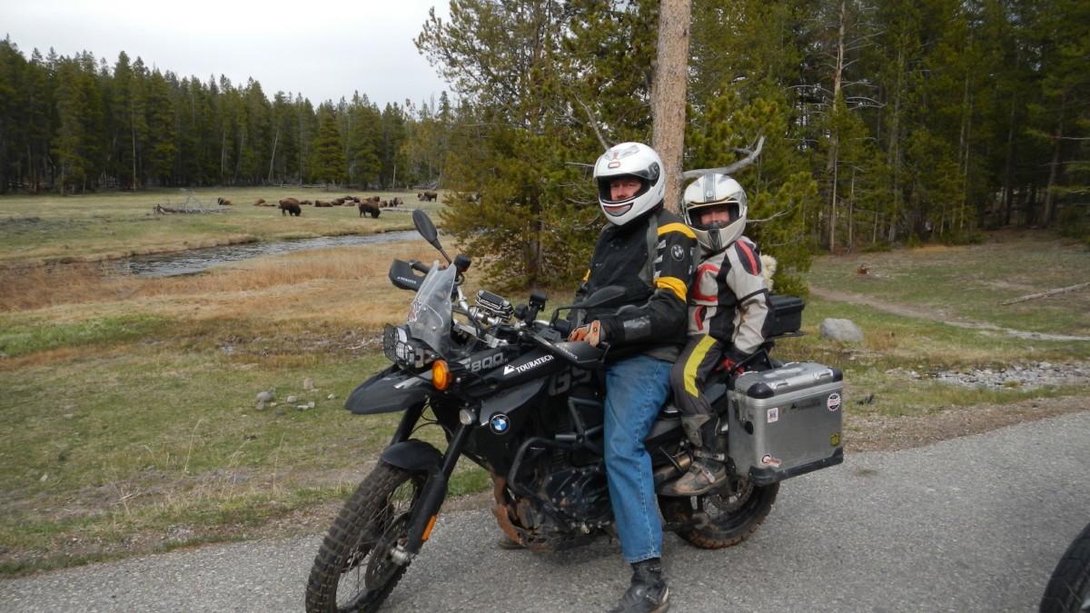 Motociclista con bambino negli USA