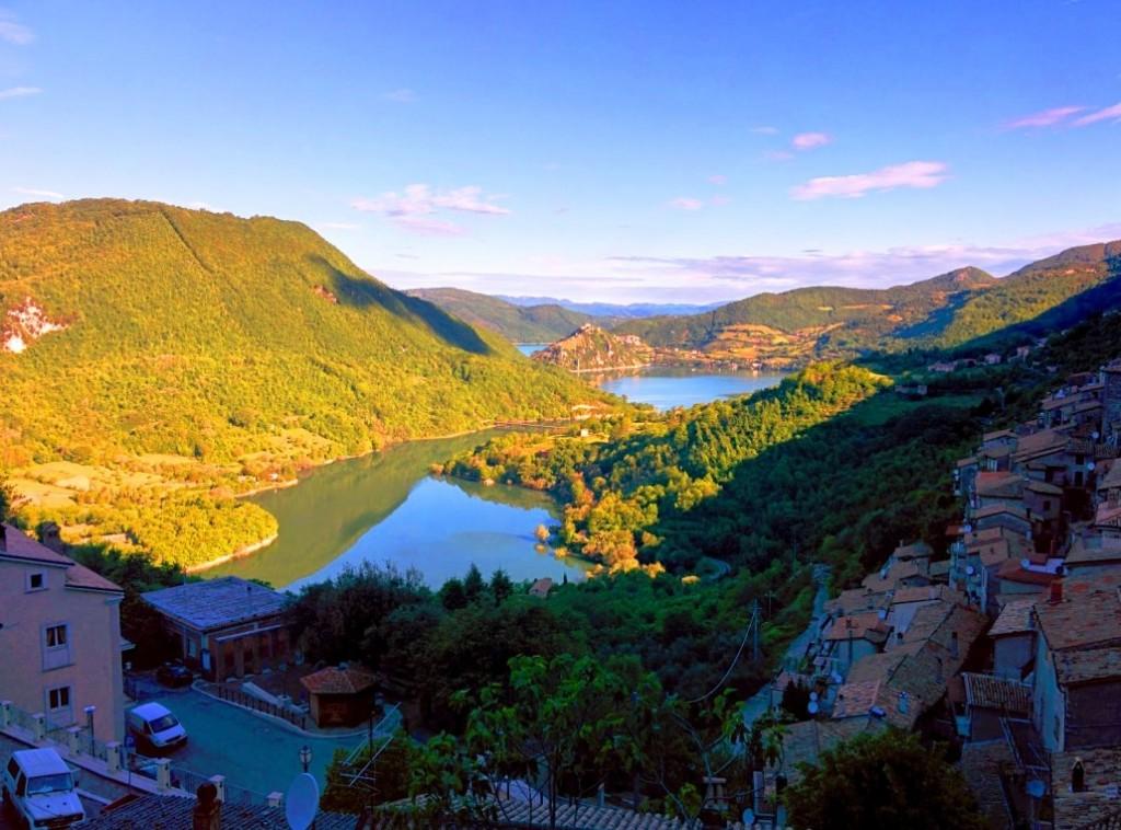 Scorcio della valle del Turano